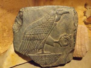 Egyptian-art-sculpture-relief-of-Nekhbet-Vulture-goddess-Hierolglyph