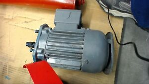 120 Volts AC Electric Motor 84ZYT16-29100 2500 RPM
