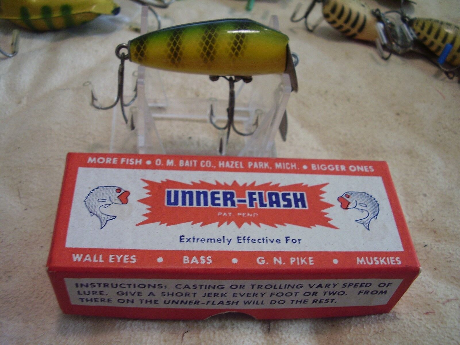VINTAGE O.M. BAIT CO. UNNER-FLASH MADE IN MICH. IN 1938 WITH BOX & PAPERWORK