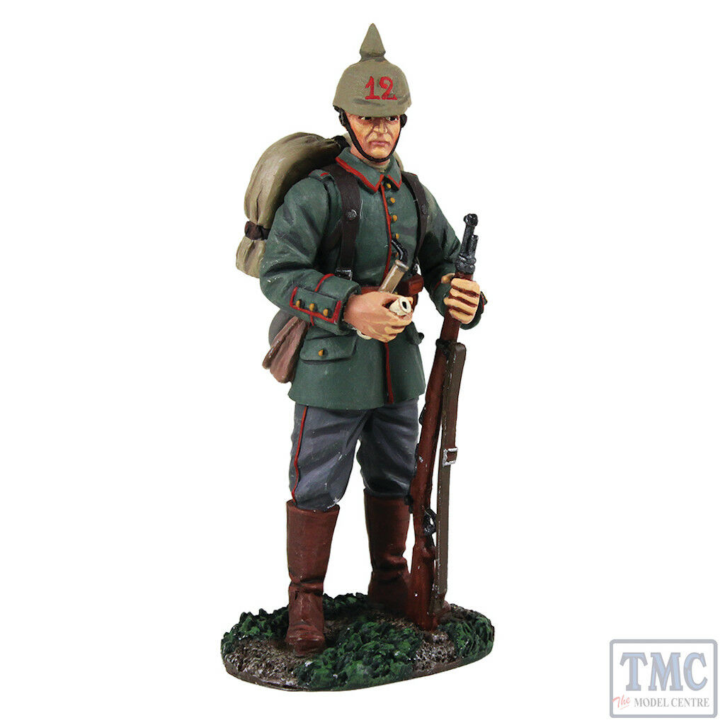 B23082 W.Britain 1914 German Standing with Pipe World War I