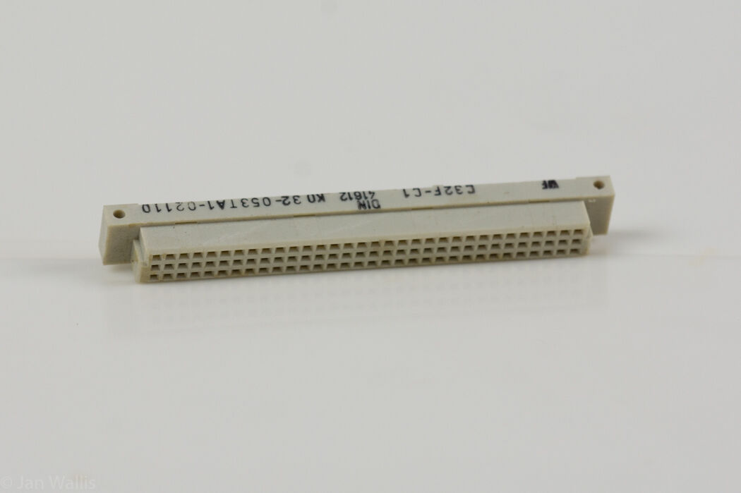 3x 27 pin Connector C32F-C1 K0 32-053TA1-02110 DIN41612 90 DEG PCB Header Socket