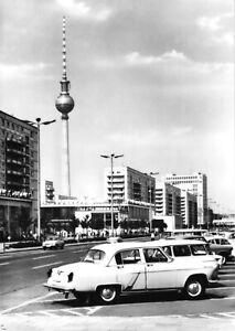 AK-Berlin-Mitte-Karl-Marx-Allee-mit-zeitgen-PKW-Blick-zum-Fernsehturm-1969