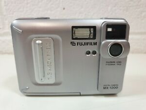 Vintage-Fujifilm-MX-1200-Digital-Compact-Camera-working
