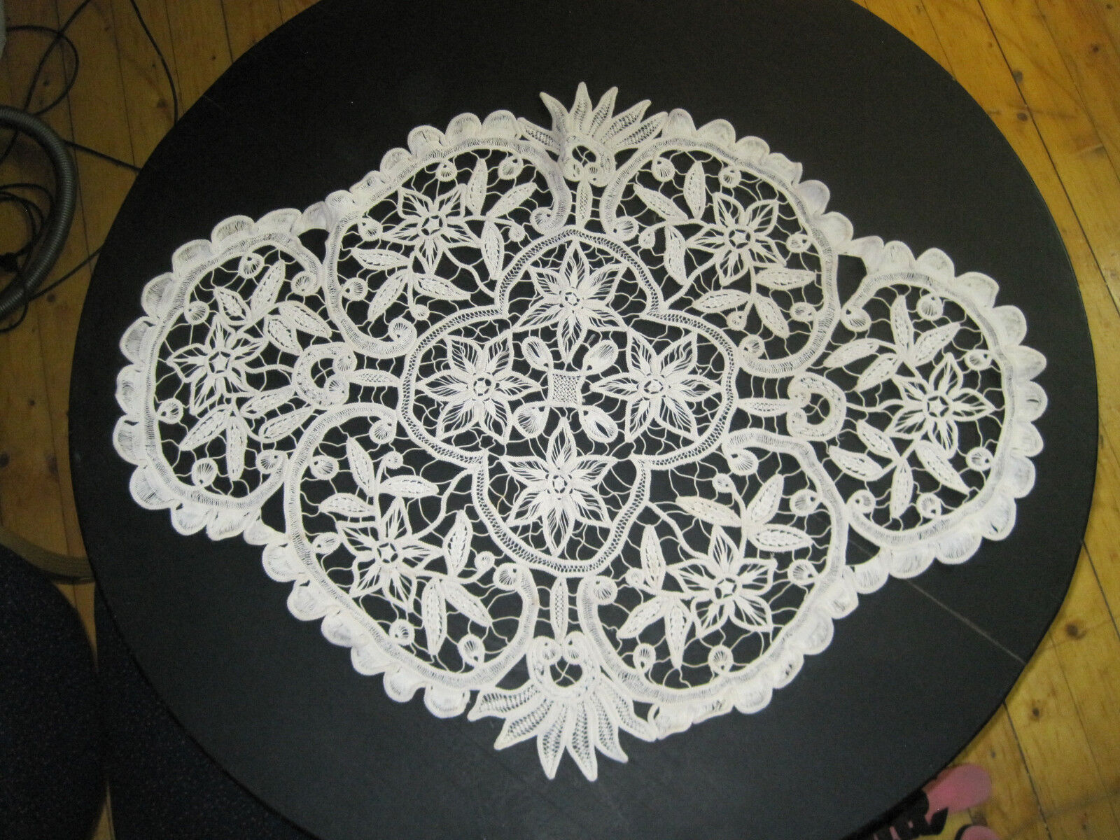 Table Runner Oblong Pétoncle bords Handmade MACRAME crochet VINTAGE