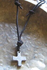 Kreuz-Halskette-Herren-neu-Leder-braun-Kreuzkette-Surferkette-Herrenhalskette
