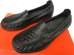 Womens Woven Leather Loafers with Tassel Detail 9M
