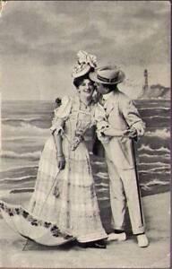pul-Postcard-Man-And-Lady