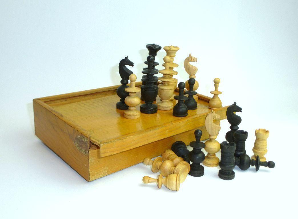 Chess Game in the Box um 1930 Wood Chess B-84