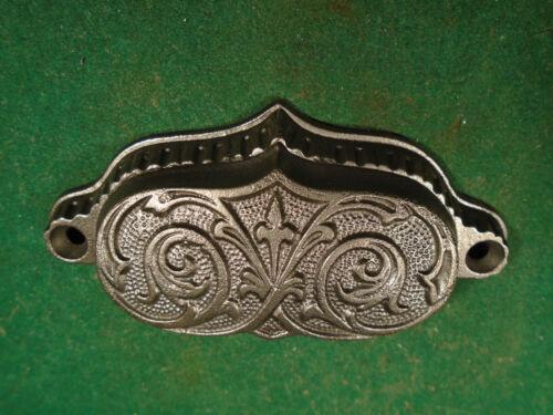 ONE BEAUTIFUL VINTAGE EASTLAKE DRAWER PULL CAST STEEL 8735-2