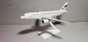 FLIGHT MINATURE MODELS AIR CHARTER A320 1:200 SCALE PLASTIC SNAPFIT MODEL