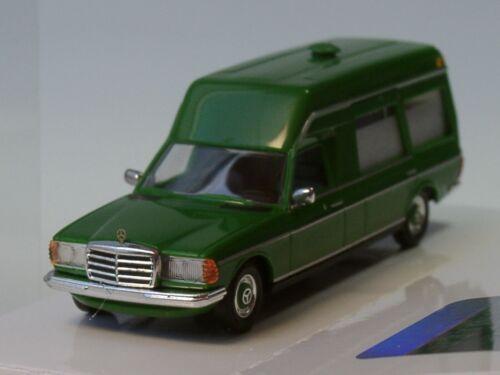 52202-1:87 Busch Mercedes VF 123 pourrie ambulance vert