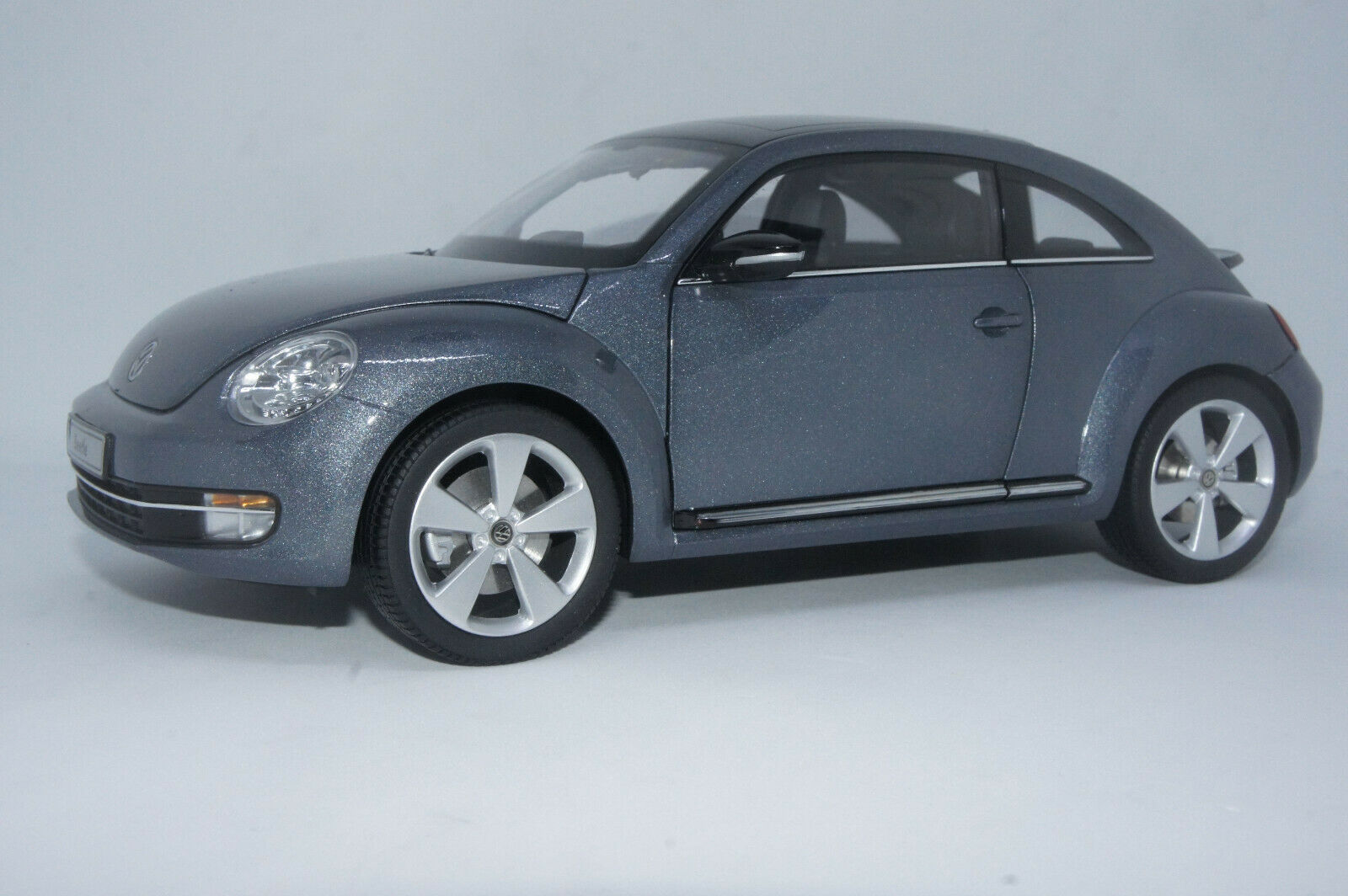 1 18 Kyosho 2012 VW Beetle Coupe gris With Swapped Converdeible Wheels
