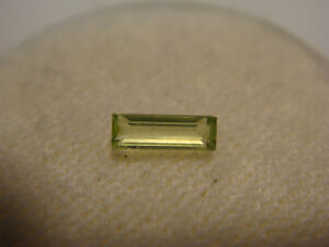 Peridot-Baguette-Cut-Gemstone-5-5-mm-x-2-mm-0-15-Carat-Natural-Gem