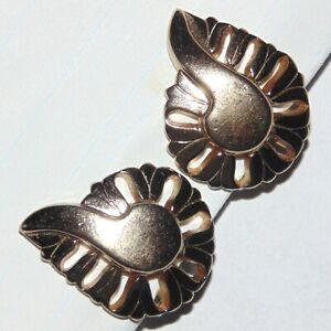 Vintage-signed-Monet-paisley-floral-musical-note-light-gold-tone-clip-earrings