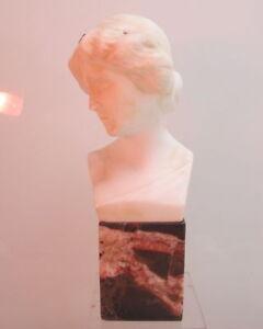 Bueste-Frau-Jugendstil-Marmor-Sockel-Alabaster-signiert-Prof