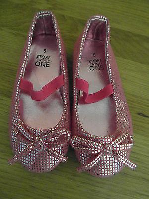 Zapatos de fiesta chicas jóvenes tamaño 5: Rosa Y Plateado Zapatos Resbalón en, una vez usado Excelente