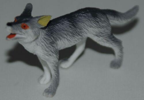 Plastic animal Wolves Wolf High colour details FREE POST UK SELLER S83