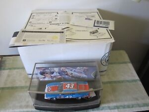 1-24-Franklin-Mint-Richard-Petty-1984-Pontiac-Grand-Prix-Sig-Edition-b20a588