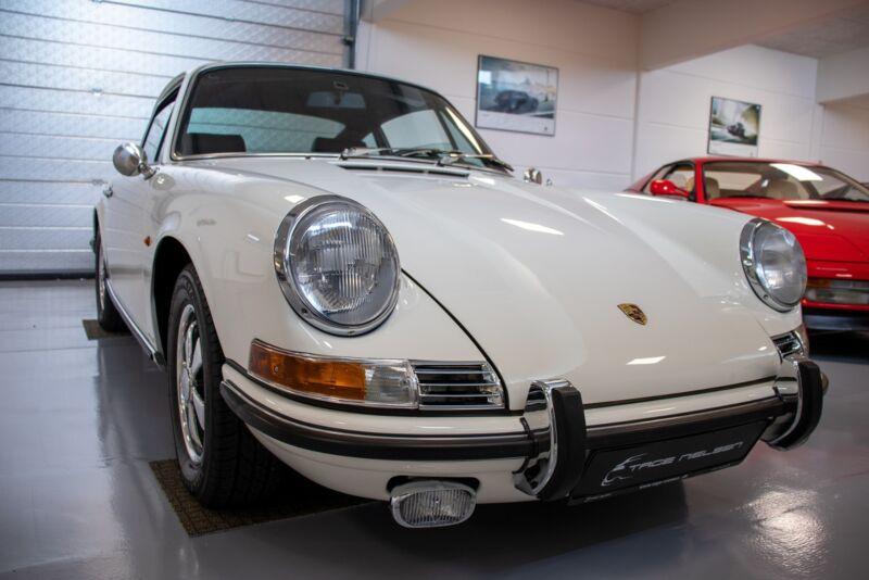Porsche 911E Coupé - 7