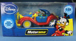 Motorama-Dagobert-Duck-mit-Baptist-im-Auto-1-24-NEU-Disney-Modellauto