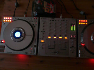 Technics 1200 - CD Player und Technics 1200 - Mixer - Kein Djm 1210 - Berlin, Deutschland - Technics 1200 - CD Player und Technics 1200 - Mixer - Kein Djm 1210 - Berlin, Deutschland