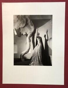 Wols-Ohne-Titel-bambola-con-robe-fotografia-1937-da-cui-SCONTO