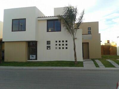 Excelente casa en Puerta Real, 4 recámaras, 1 en PB, jardín sintético