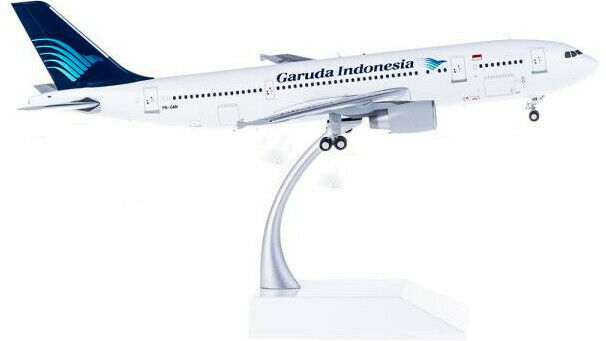 1 200 27CM JC WINGS Garuda Indonesia A300-600 Passenger Airplane Diecast Model