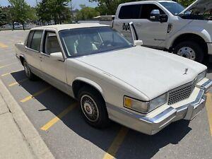 Cadillac deville  1990 showroom condition