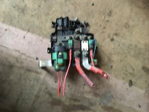 fuse box in renault trafic battery main fuses 2 0 m9r vauxhall vivaro    renault       trafic     battery main fuses 2 0 m9r vauxhall vivaro    renault       trafic