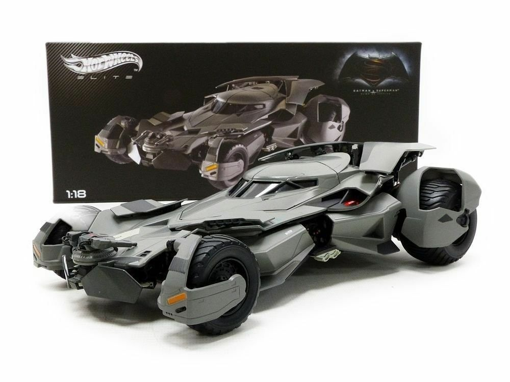 1 18 Hot Wheels - Batman vs Superman - Batmobile Elite