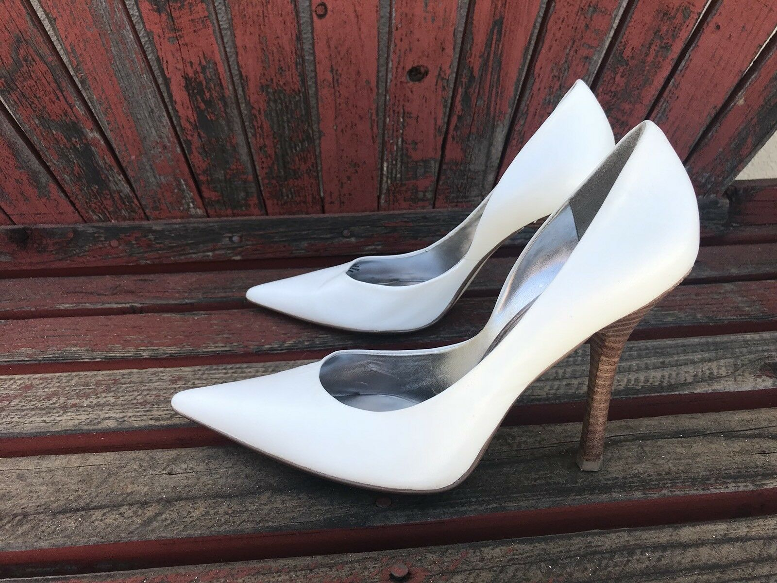 wHiTe LeATheR Pointy Toe Toe Pointy EUC 9.5 CARRIE Stilettos Heels PUMP GuESS Wedding a837b1