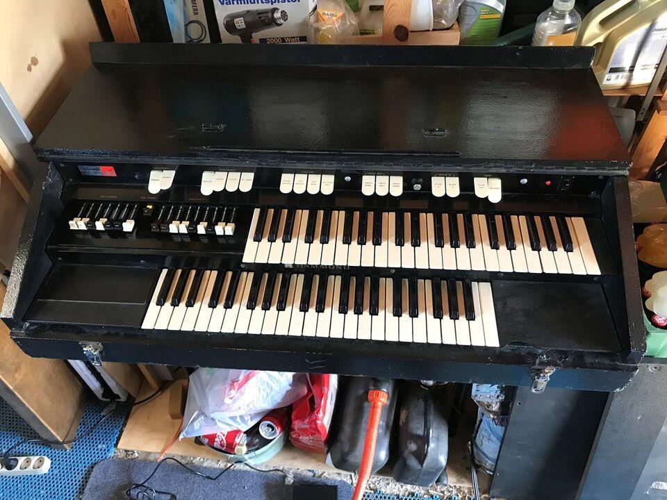 Hammondorgel, Hammond P100