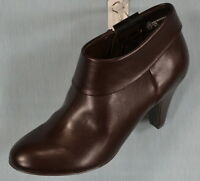 Womens' Low Cut Boot From East 5th Size 6 M Dark Brown (75% Off Retail)