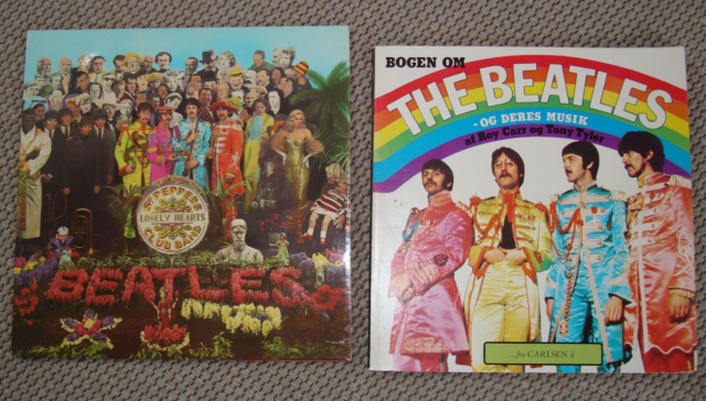 LP, og bogen om The Beatles, LP-en Sgt. Peppers Lonely…