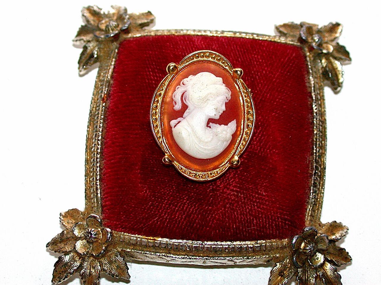 Beautiful Vintage Cameo gold Pin Brooch