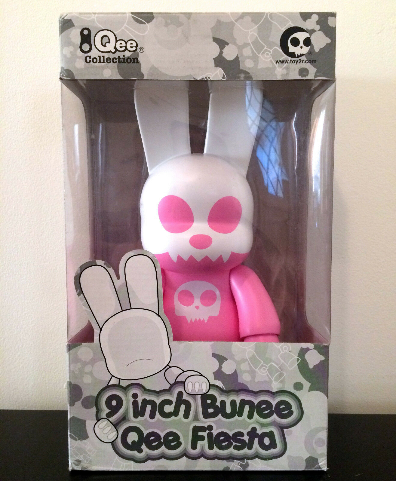 QEE 9  BUNEE FIESTA EVIL BUNNY PINK TOY2R 2005 COLLECTIBLE VINYL TOY FIGURE