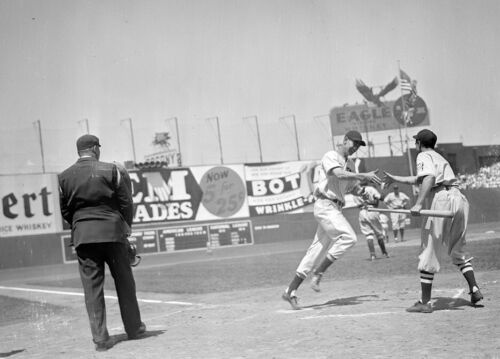 AWESOME EXPRESSION ON TED WILLIAMS FACE AS HE SCORES AFTER HOMER 8x10 RED SOX