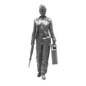 KOO-39-1-35-Beauty-Women-armor-2-resin-soldier
