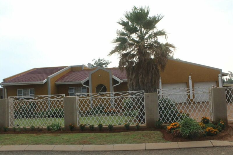 4 intact Massive bedroom house ready to move house at Meyerton
