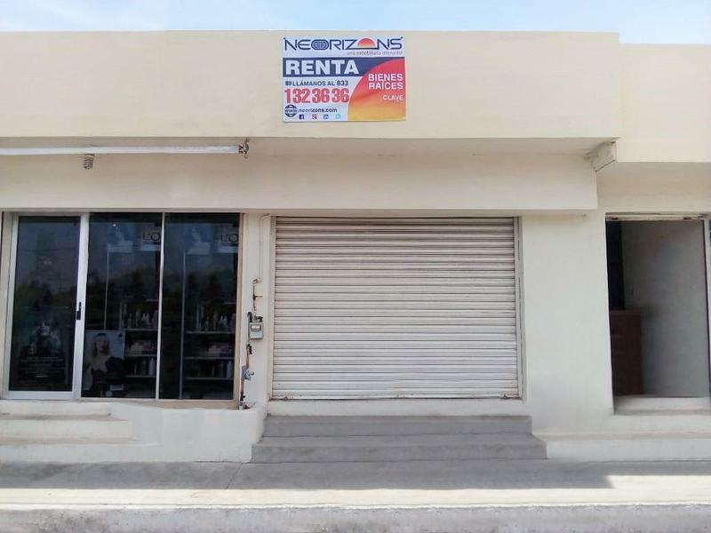 Frente a OXXO Local Comercial en Renta en Col. Ampliación Unidad Nacional (4)