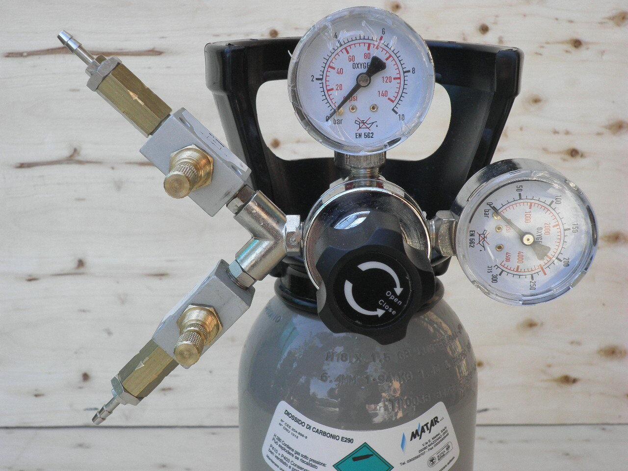 Riduttore  concimazione carbonica acquario  con due uscite  per due vasche