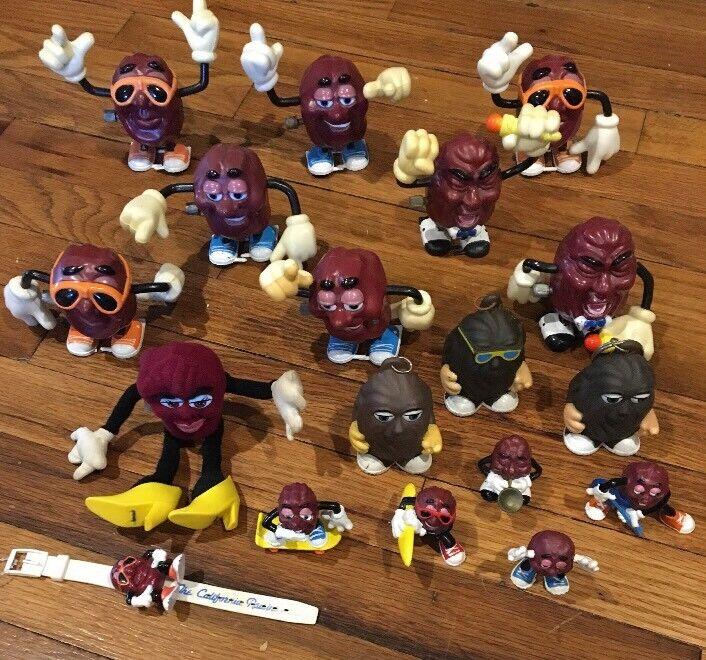 COLLECTIBLE CALIFORNIA RAISINS FIGURES Lot Of 18 Toy Pieces.