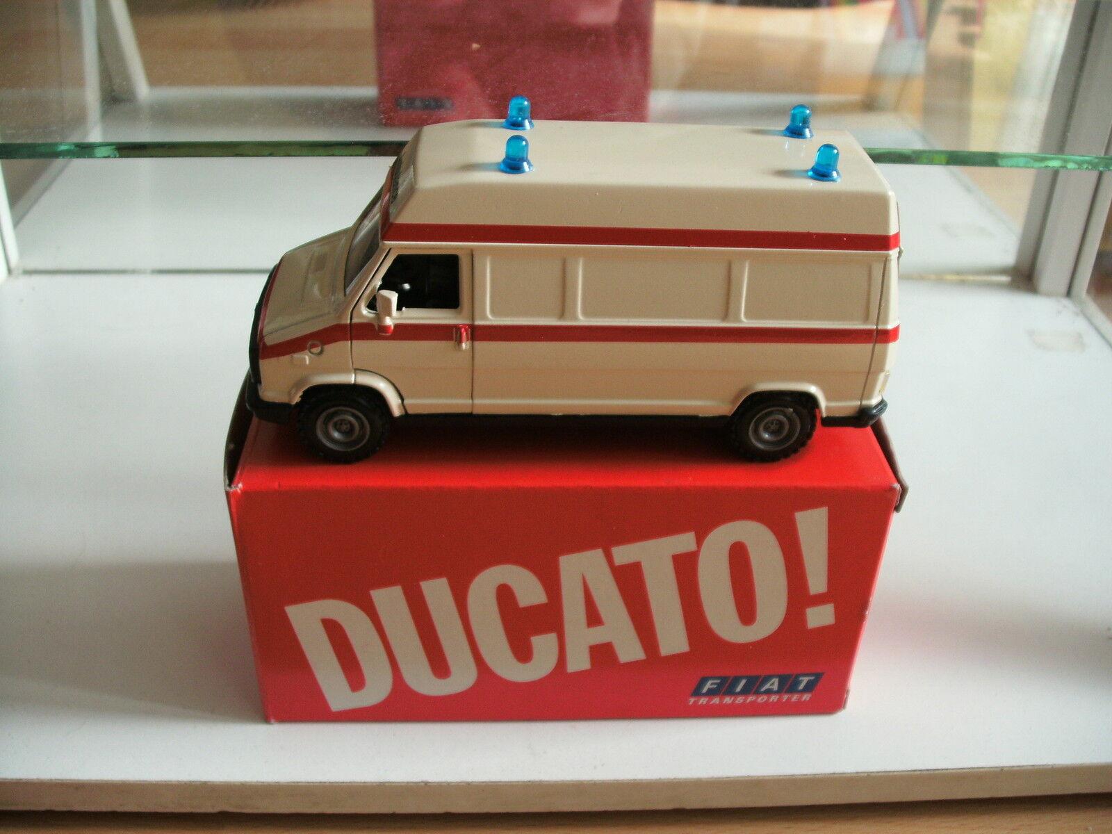 Nzg fiat ducato krankenwagen in weiß auf 1 43 im kasten
