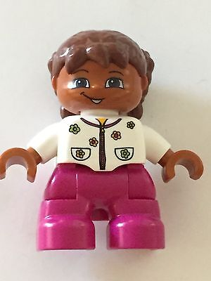 *NEW* Lego DUPLO GIRL MAGENTA Legs BRIGHT PINK Top with FLOWERS TAN Hair BRAIDS
