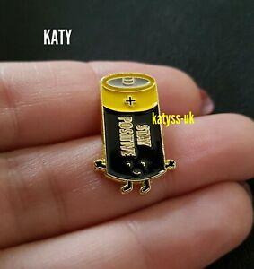 Stay-Positive-Small-Badge-Vintage-Black-Yellow-Enamel-Brooch-Broach-Pin-Lapel-UK