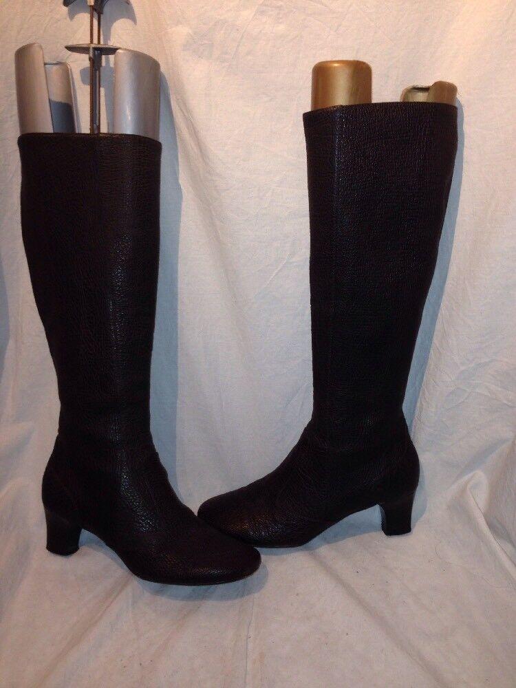 Burberry ladies brown croc print boots uk 37 ref ba06