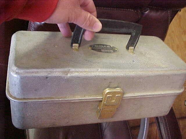Bs1 Vintage Raro Umco Modelo 102  A de aluminio caja de aparejos de TackleBox 5,5 pulgadas x 13  x 5   Precio por piso