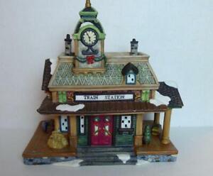 Train-Station-Depot-Victorian-Christmas-Village-Grandeur-Noel-2001