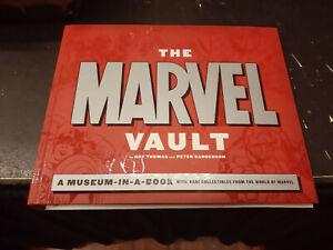 Marvel-Vault-inglese-Running-Press-volume-con-allegati-originale-perfetto